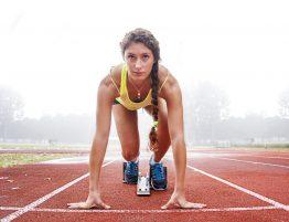 Prática de corrida depois de uma consulta de cardiologia para atletas