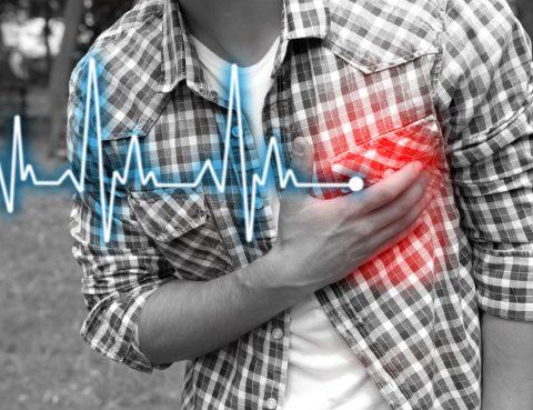 Homem sofre com dores sem saber como evitar doenças cardiovasculares