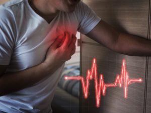 Homem sofre com dores de infarto agudo do miocárdio