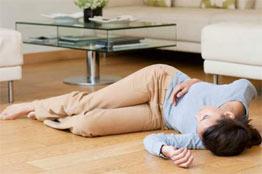 Mulher depois de um desmaio (síncope)